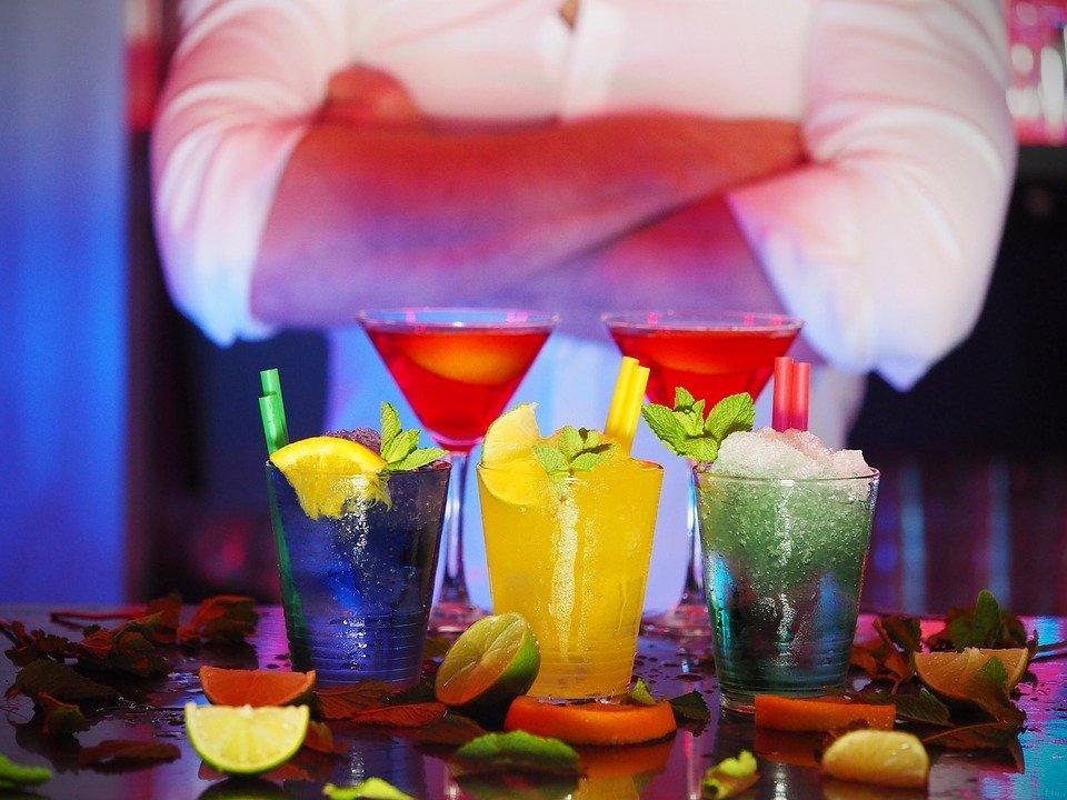 7 Soft Skills That Set Apart the Best Bartenders